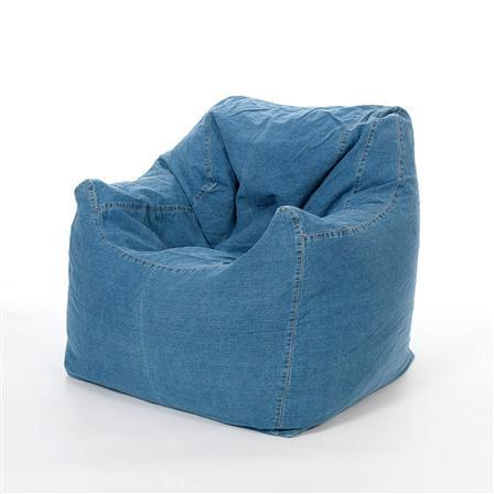 Armchair with open legs.