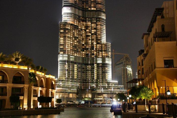 he marvelous contemporary design of Burj Khalifa is simply breathtaking.