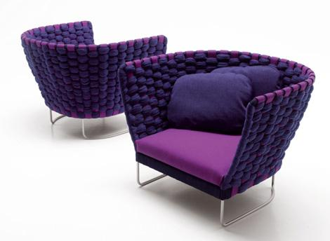 A single armchair, designed by Paola Lenti can be the idea you are looking for when decorating your home