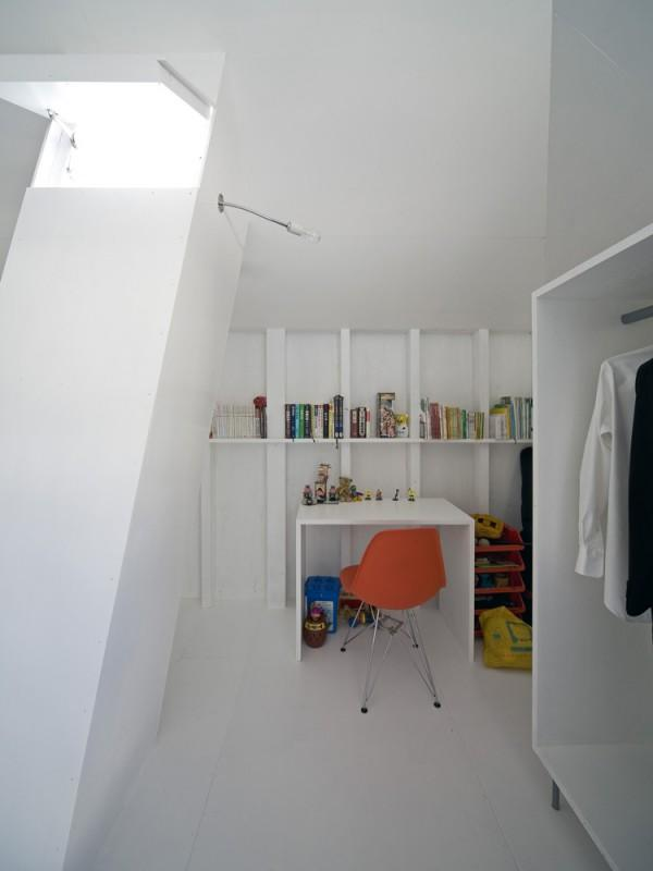 A space with working desk