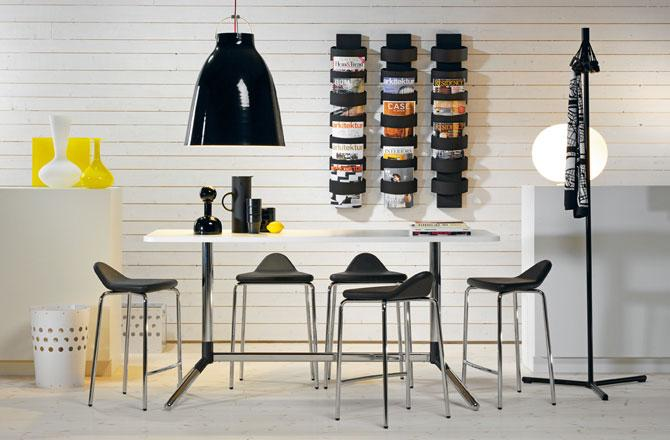 Table, chairs, bookshelves – everything has a very well balanced design.