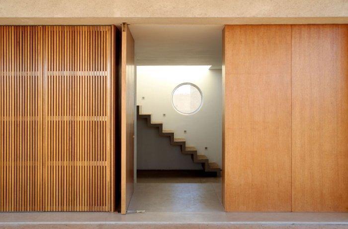 Marcio Cogan has a touch of a modern interior design architect.