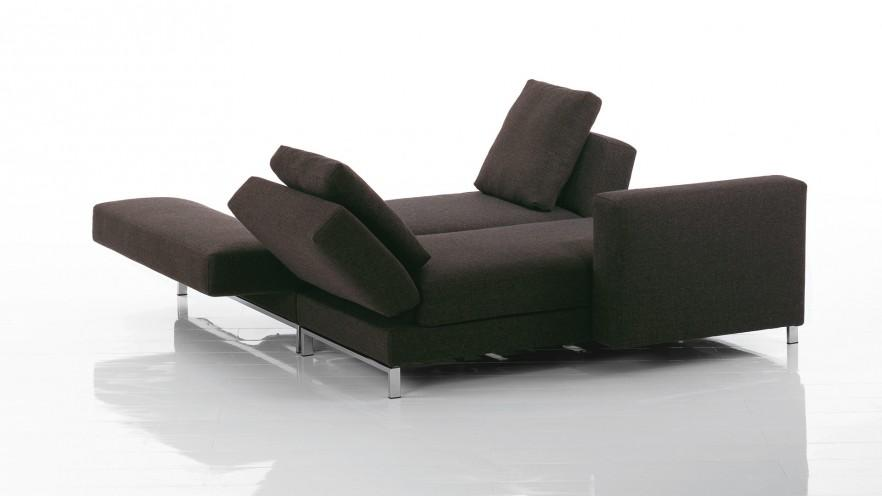The sofa made by Bruehl has a compeltely elegant and modern lines.