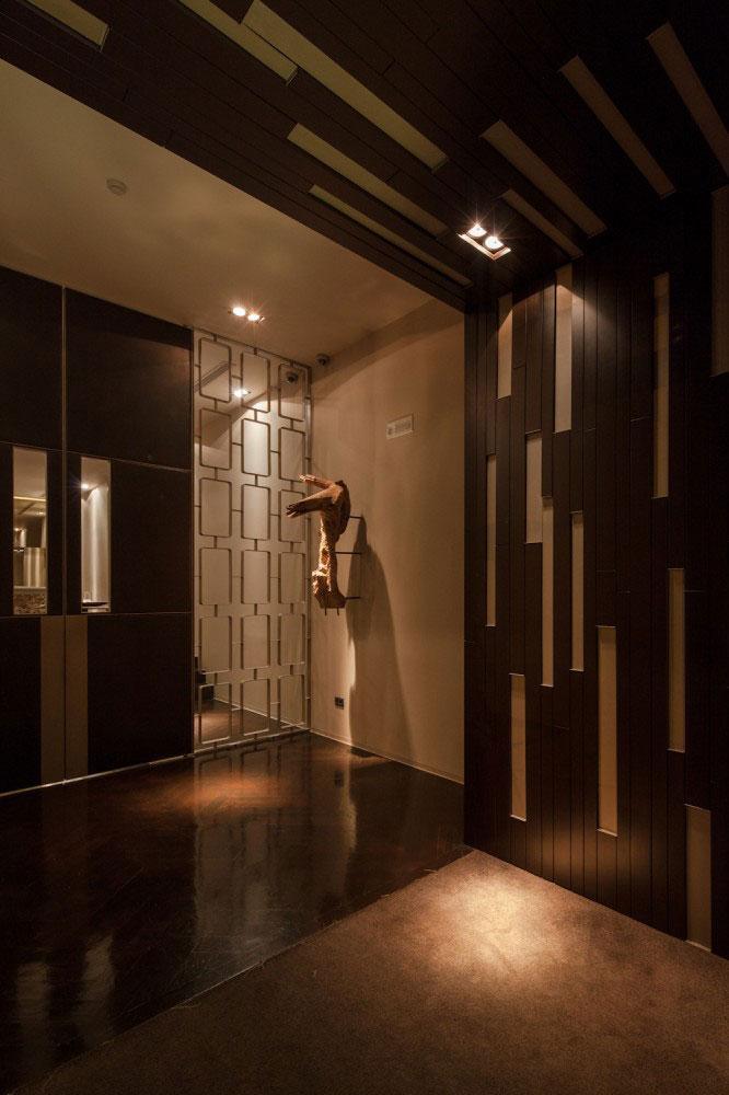 The antre - Modern Whiskey Bar Interior Design in Arquitectoss