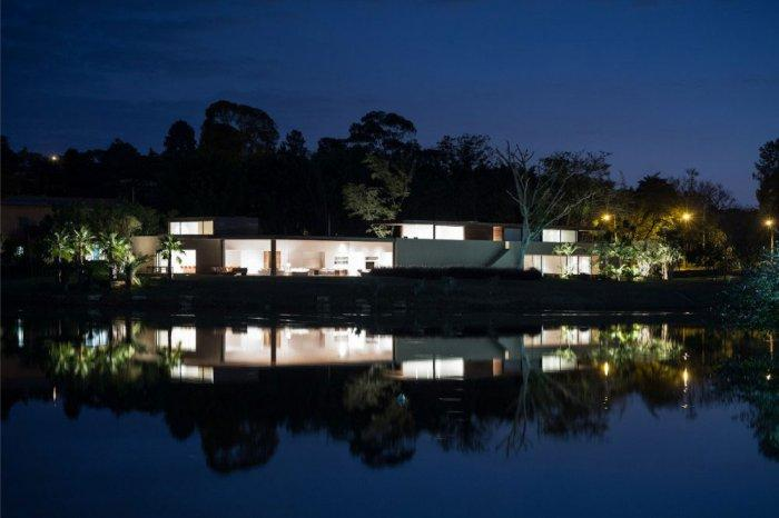 By night – Beautiful Contemporary Summer House Design in Brazil