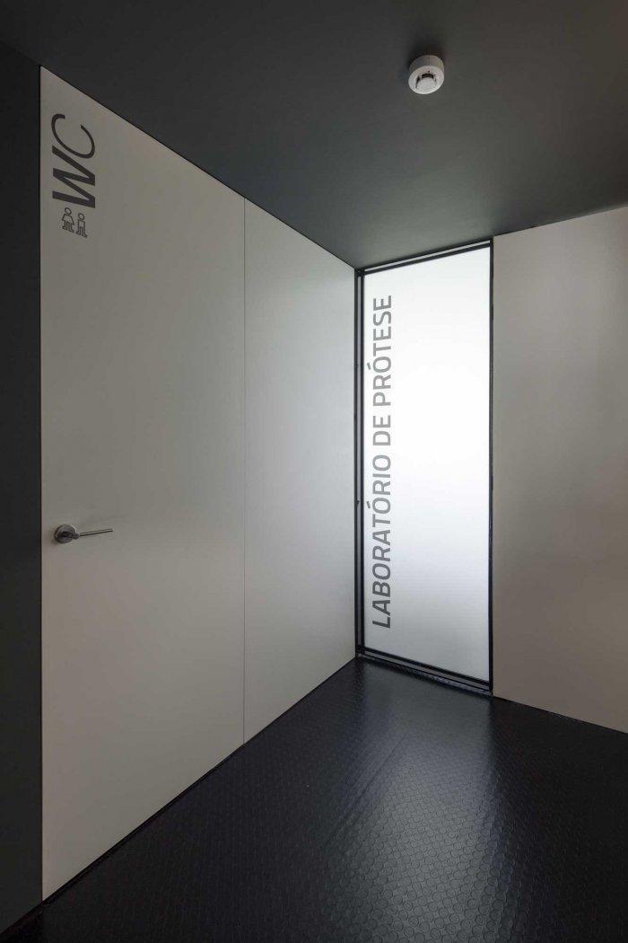 Toilet - Stylish and Modern Dental Studio Design in Portugal