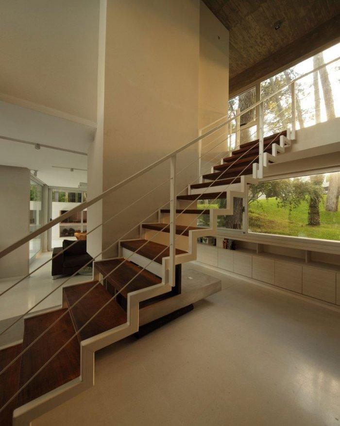 House Staircase – Gorgeous Contemporary Home in USA surrounded by Forest