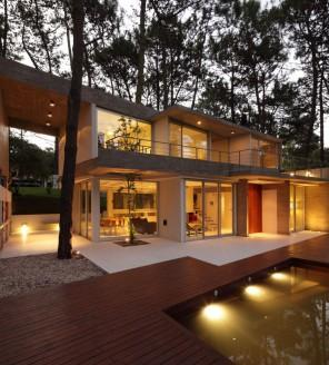 Lovely Home – Gorgeous Contemporary Home in USA surrounded by Forest