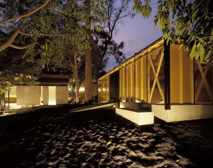 Building Facade - Modern Bodywork Center Architecural Design in Mexico