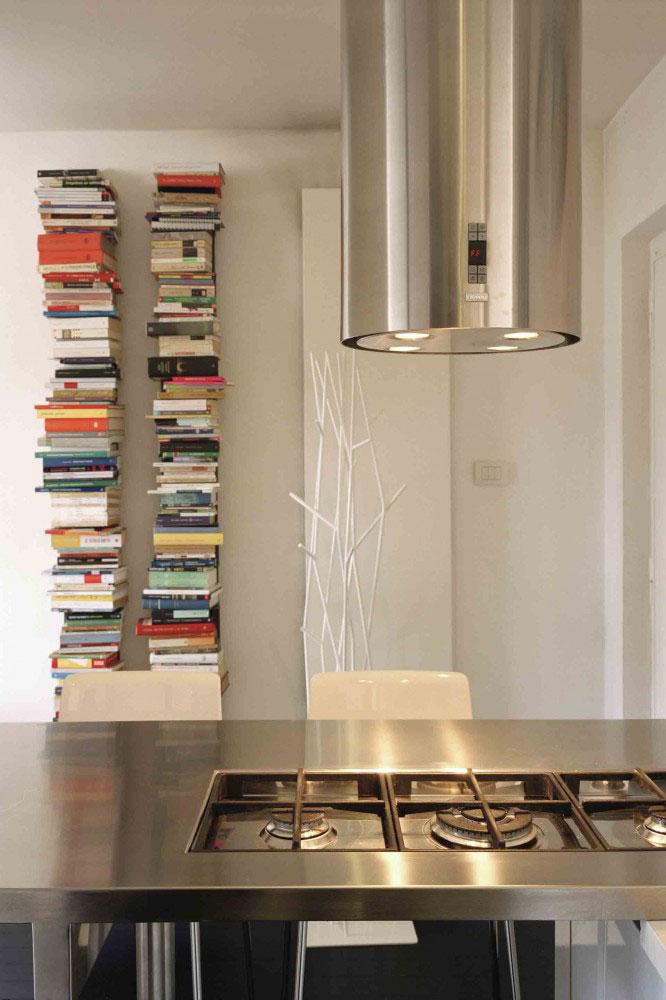 The modern apartment has a kitchen that is perfect for the rest of the interior design.