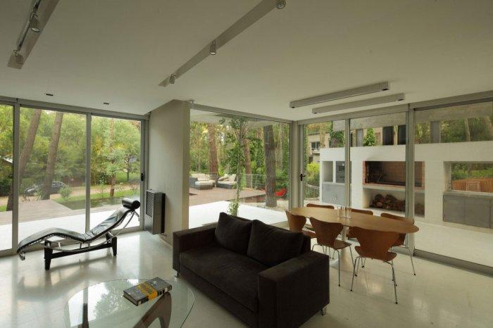Open Space Living Room – Gorgeous Contemporary Home in USA surrounded by Forest