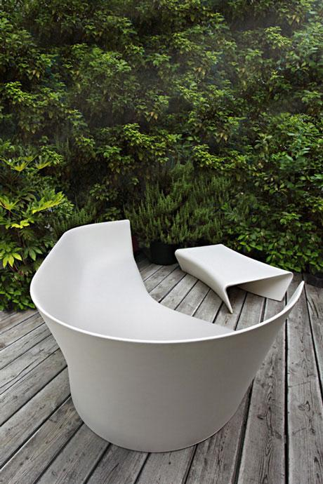 You can relax outdoors in this beautiful chair for hours and hours.