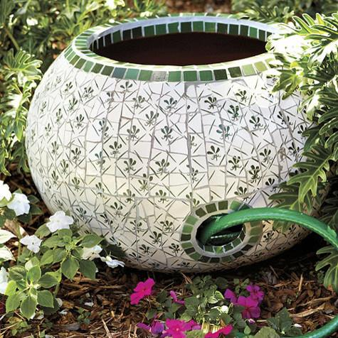 Exceptionnel Ceramic Garden Hose Keeper   How To Decorate A Garden Without Patio  Furniture?
