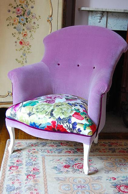 Colorful Violet Armchair - How a Colorful Chair can Decorate your Living Room