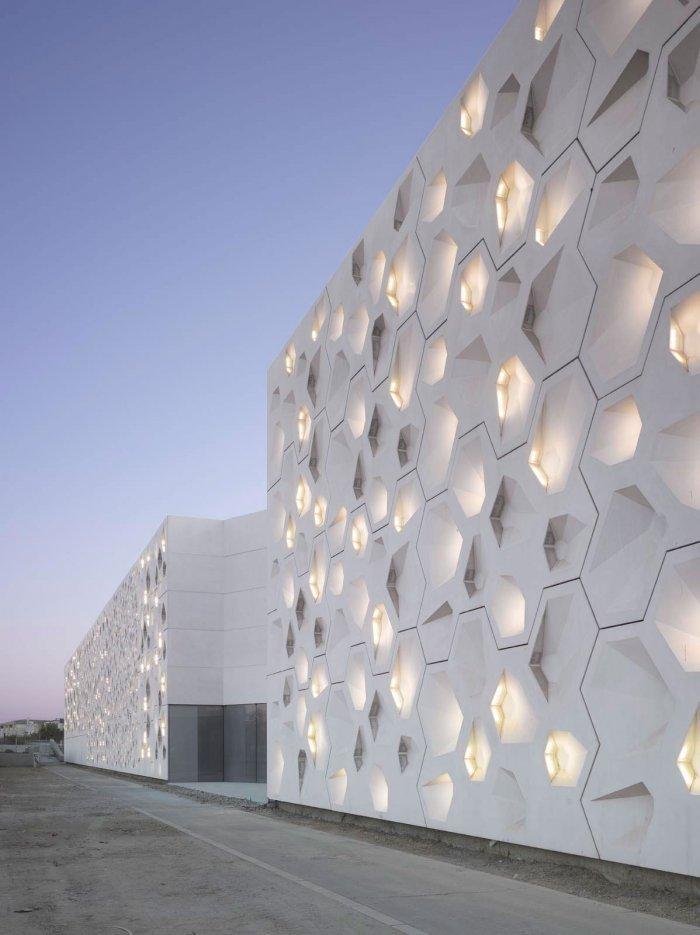 White Facade - Contemporary Architecture - The Art Center in Cordoba