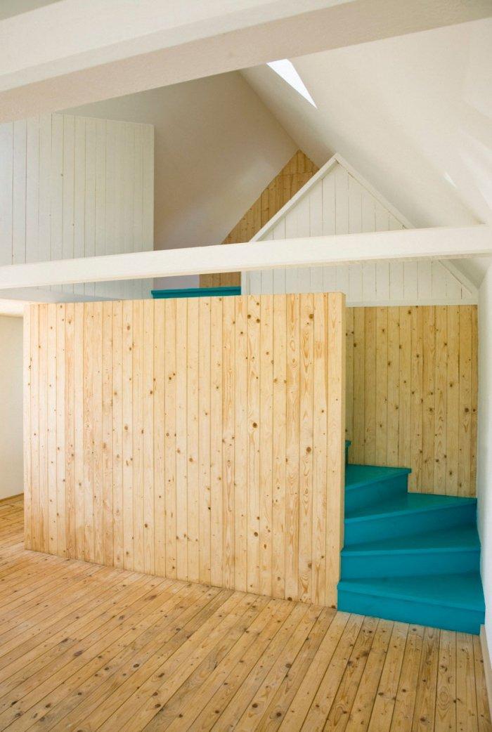 Creative Staircase - Small Scandinavian Eco House Nested in Österlen