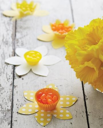 Daffodil Candy Cups - Easter Decorating Ideas in Pictures & How-To Examples
