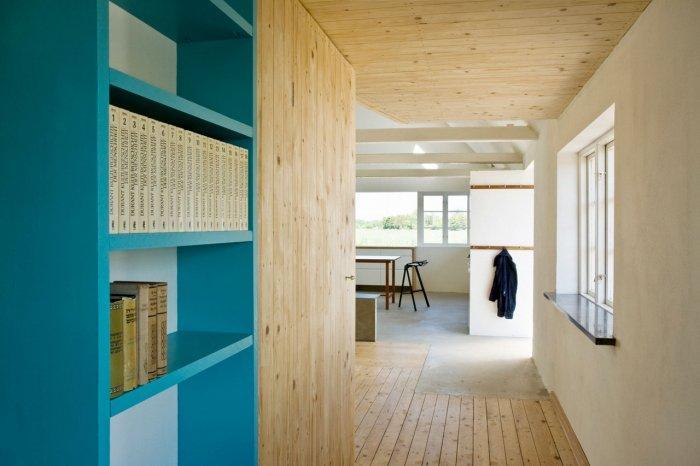 Bookshelf - Small Scandinavian Eco House Nested in Österlen