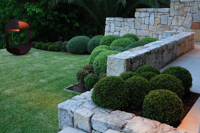 Floral Garden Decor - Garden Design Ideas - How to Use Shrubs for Hedge