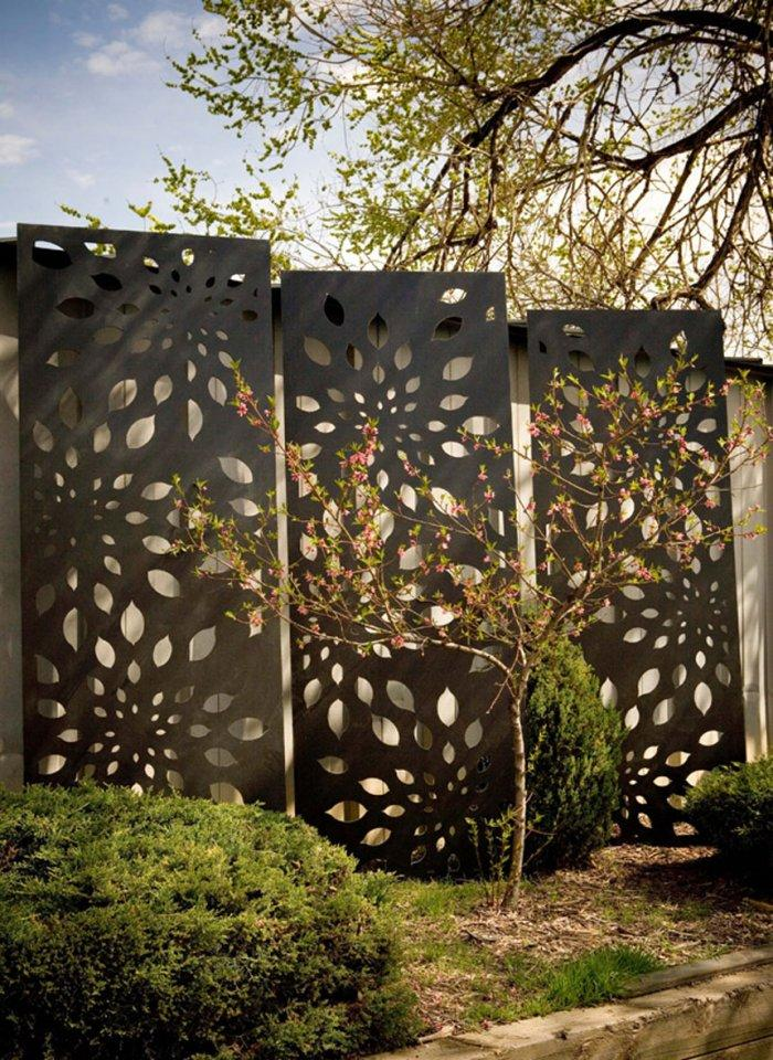 7 Ideas How To Use Garden Sculptures for Decoration | Founterior