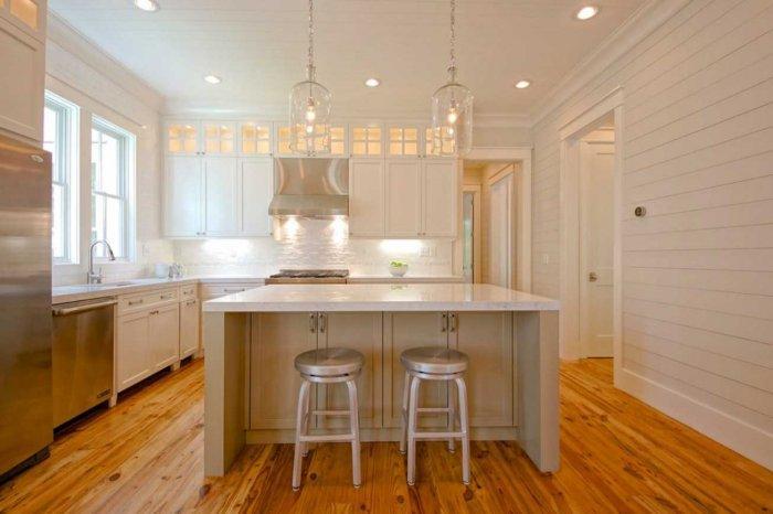 10 Examples of White Kitchens