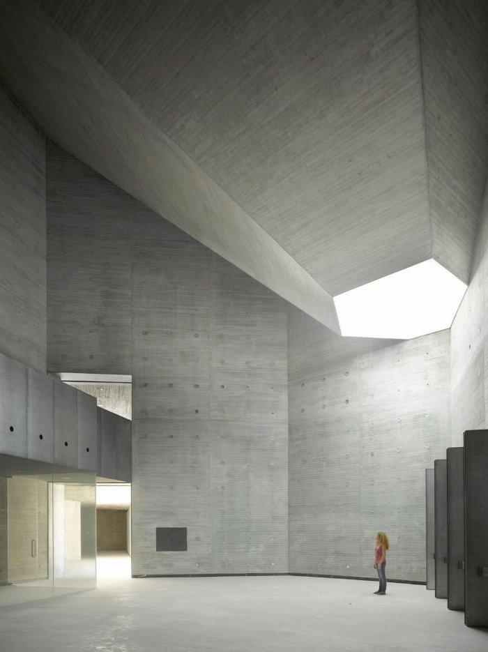 Contemporary architecture the art center in cordoba for Minimalist art characteristics