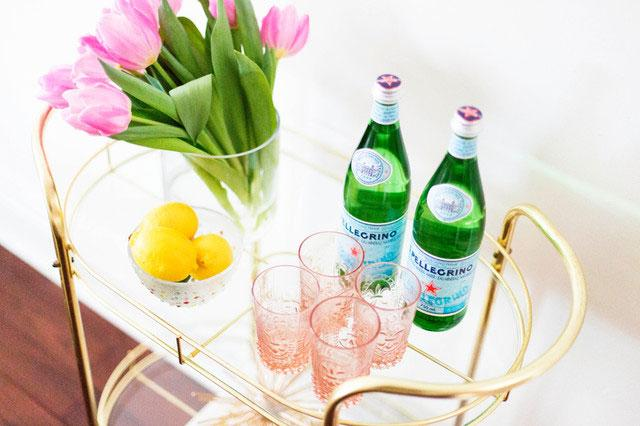 Mobile Table - Low Budget Spring Decorating Ideas for a Sunny Life