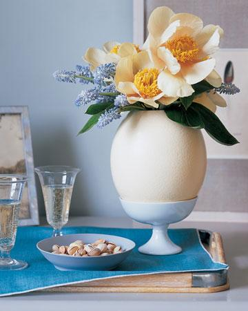 Oversize Egg Vase - Easter Decorating Ideas in Pictures & How-To Examples