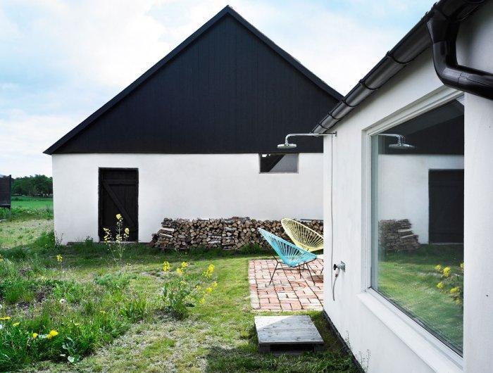 Small Scandinavian Eco House Nested in Österlen