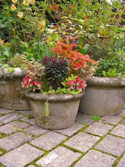 Stone Vase - Garden Decor Ideas - Unique and Fresh Examples