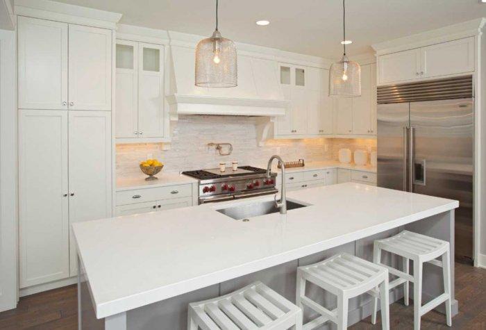 10 Examples of White Kitchen Interiors