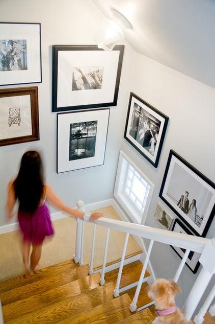 Big wall pictures at the staircase - Arranging them as Home Decoration