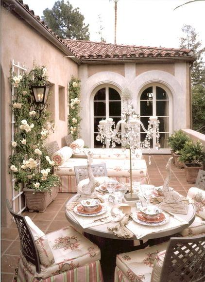 How to Use Outdoor Decoration with Roses and Classical Style of Furniture