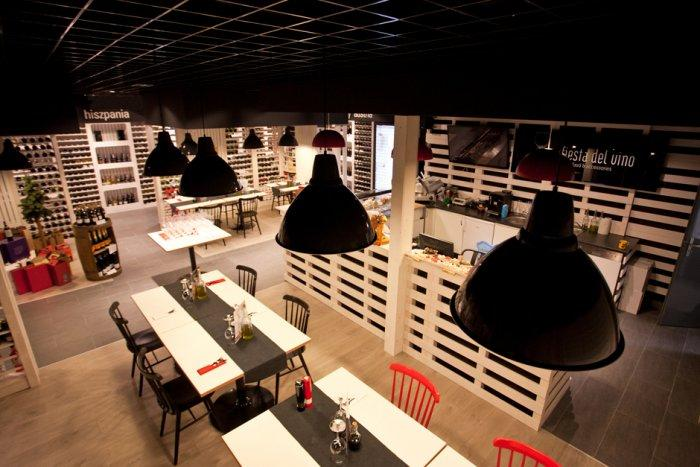 Cozy Wine Shop and Restaurant Design and Architecture - Fiesta Del Vino Shop and Accesories