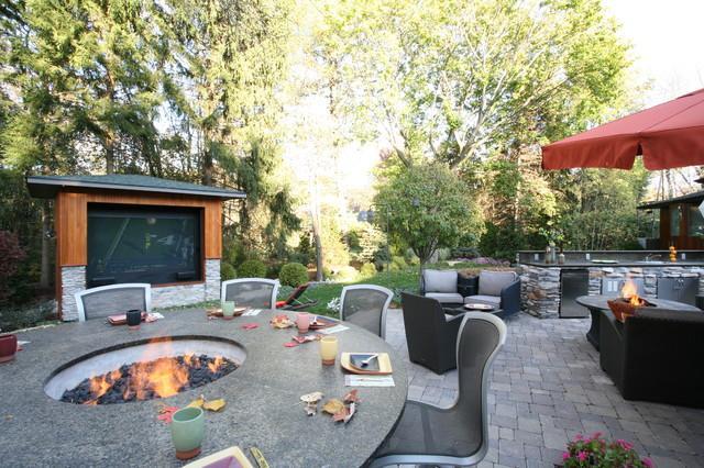 Outdoor Media Entertainment Room for Garden Fun | Founterior on Garden Entertainment Area Ideas id=45638