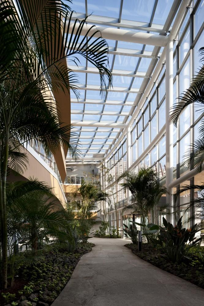 Sustainable Glazed School Inner Garden in S. Korea