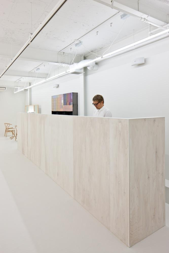 Modern Beauty Salon Reception Desk - Simple and Exciting Interior Design
