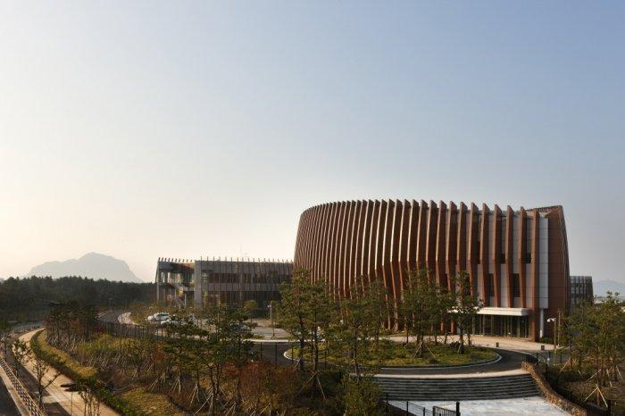 Sustainable Modern School Architecture in S. Korea