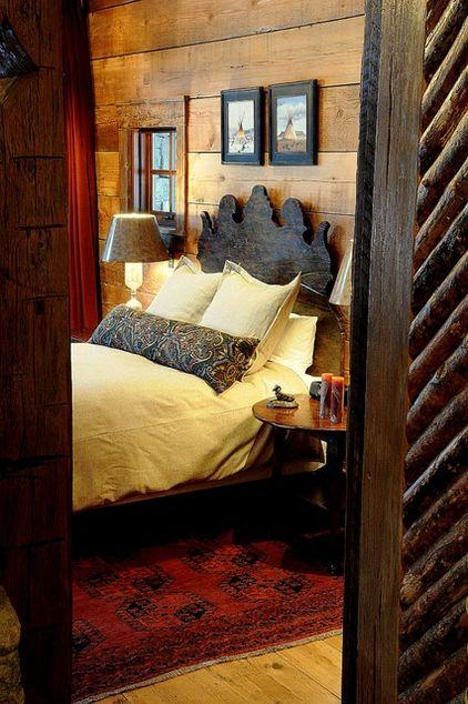 Mountain Lodge with old rustic bed and bedroom design in Montana, USA