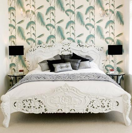 Green bedroom wallpaper in plants patterns - The Jungle Inspiration