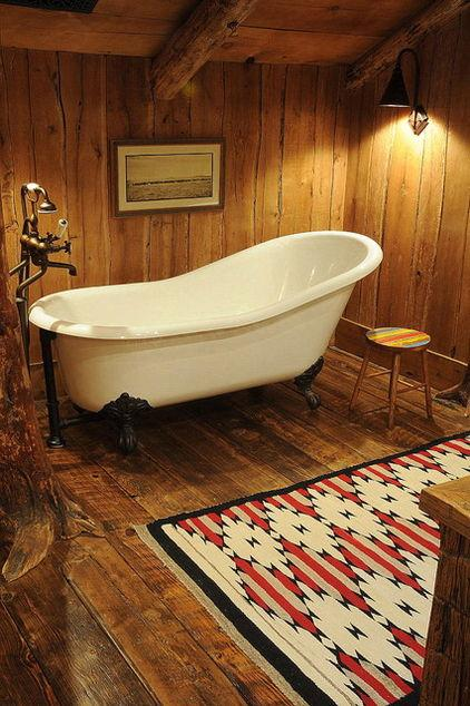 Mountain Lodge with rustic bathroom design and a bathtub in it in Montana, USA