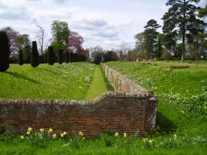 What is a Ha-Ha Wall and how to use it as a Garden Fence