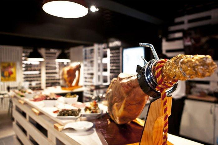 Cozy Wine Restaurant Interior Design and Architecture