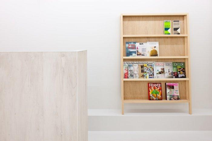 Wooden Wall Modern Newsstand - Link Beauty Salon - Simple and Exciting Interior Design