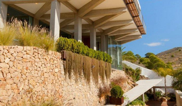 Contemporary Architecture of a Coastal House in Spain