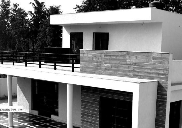 Contemporary House Architecture - Chattarpur Farm House