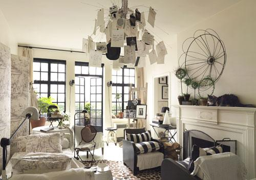 Creative hanging lamp and furniture arrangement - Small Room Ideas - Interior Design and Decoration