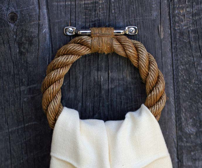 Creative towel holder - Rustic Interior Decoration Ideas with Ropes