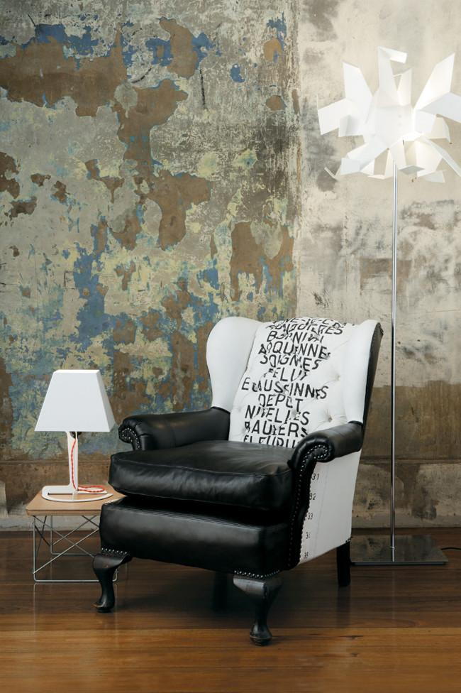 Eccentric leather armchairs and a table lamp - Fantastic Decorating Ideas with Industrial Lighting