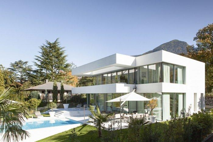 Contemporary House Architecture of a Home in Milan, Italy